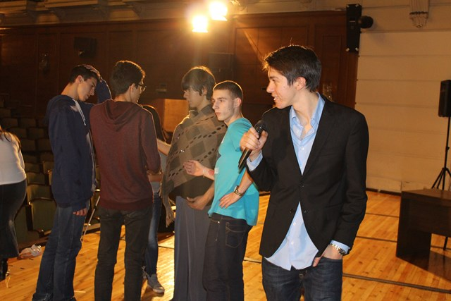 Озвучаването и мултимедийно представяне на благотворителтелно представление